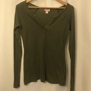 🆕 Mossimo Long Sleeve V-neck Olive Green T